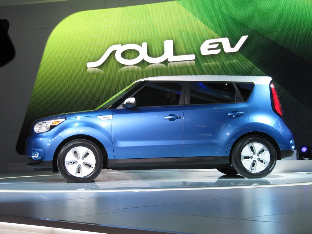 2015 kia soul ev animals electrons maroon 5 video. Black Bedroom Furniture Sets. Home Design Ideas