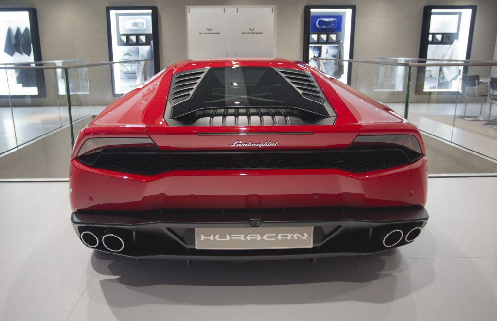 2015 lamborghini huracan pictures photos gallery the car connection. Black Bedroom Furniture Sets. Home Design Ideas