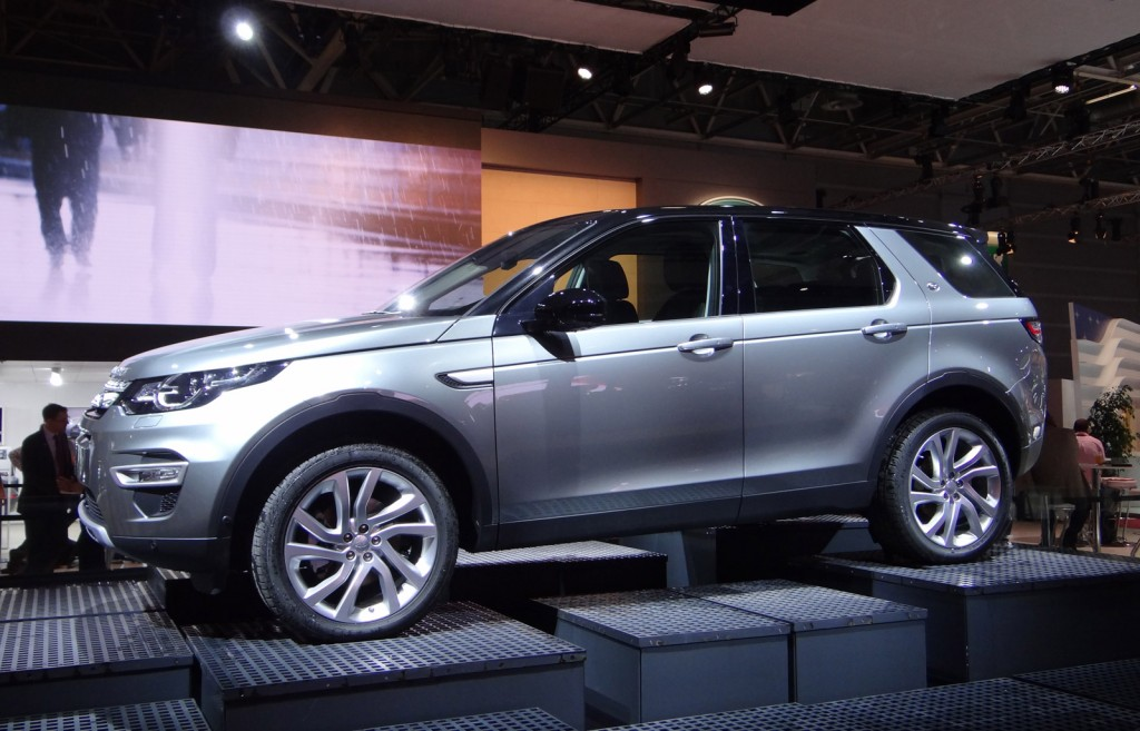 2015 land rover discovery sport preview live photos. Black Bedroom Furniture Sets. Home Design Ideas