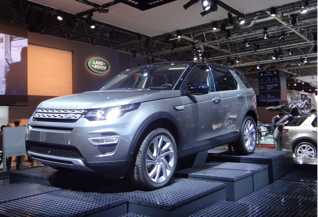 2015 land rover discovery sport 2014 paris auto show. Black Bedroom Furniture Sets. Home Design Ideas