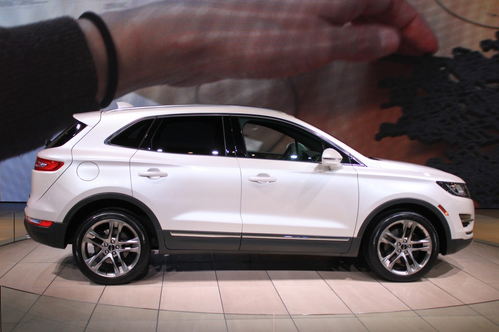 2015 Lincoln MKC Compact Crossover Pioneers New EcoBoost Engine: Live