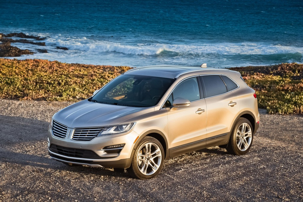 2015 lincoln mkc pictures photos gallery green car reports. Black Bedroom Furniture Sets. Home Design Ideas