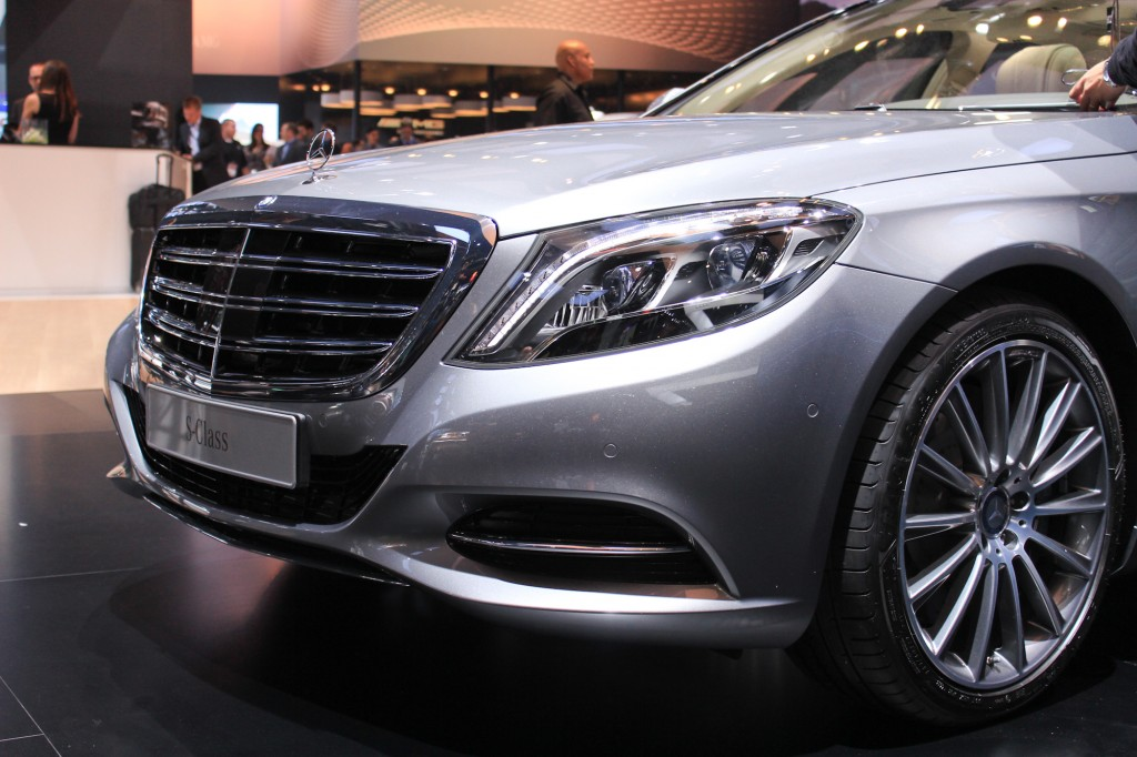 2015 mercedes benz s600 brings v 12 power to detroit for Mercedes benz s600 2014