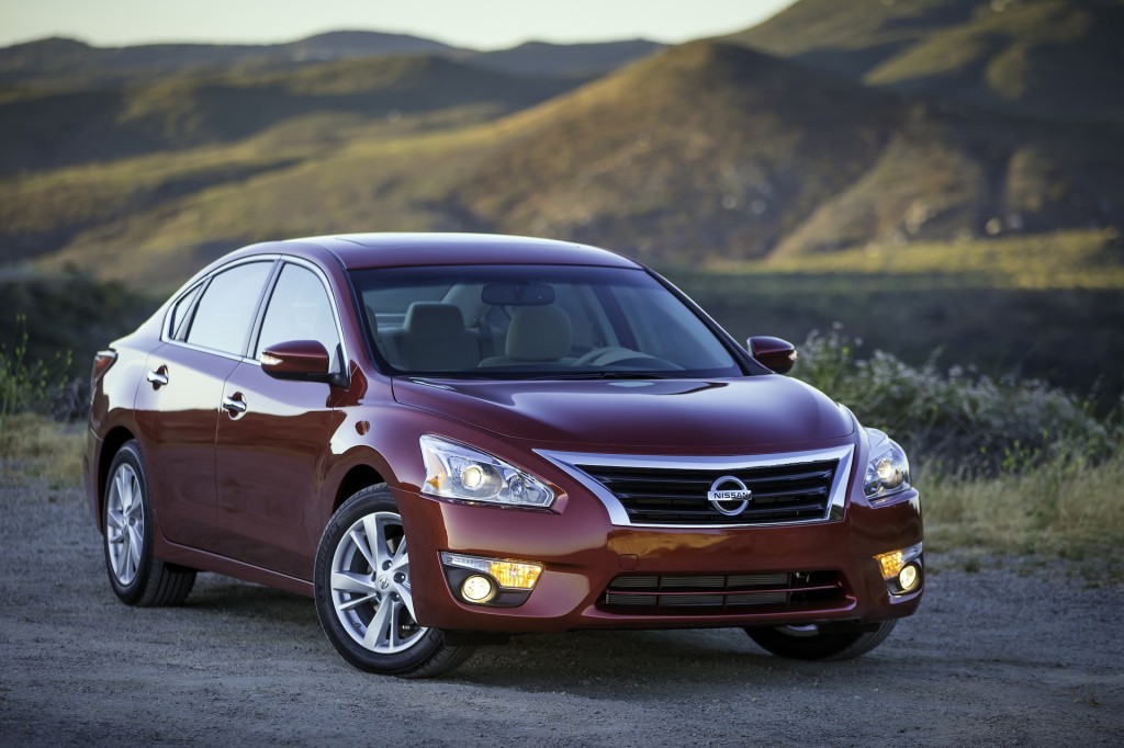 2015 nissan altima pictures photos gallery the car connection. Black Bedroom Furniture Sets. Home Design Ideas