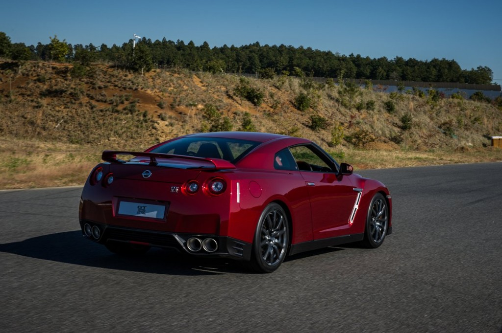 2015 nissan gt r nismo and gt r premium first drive page 3. Black Bedroom Furniture Sets. Home Design Ideas