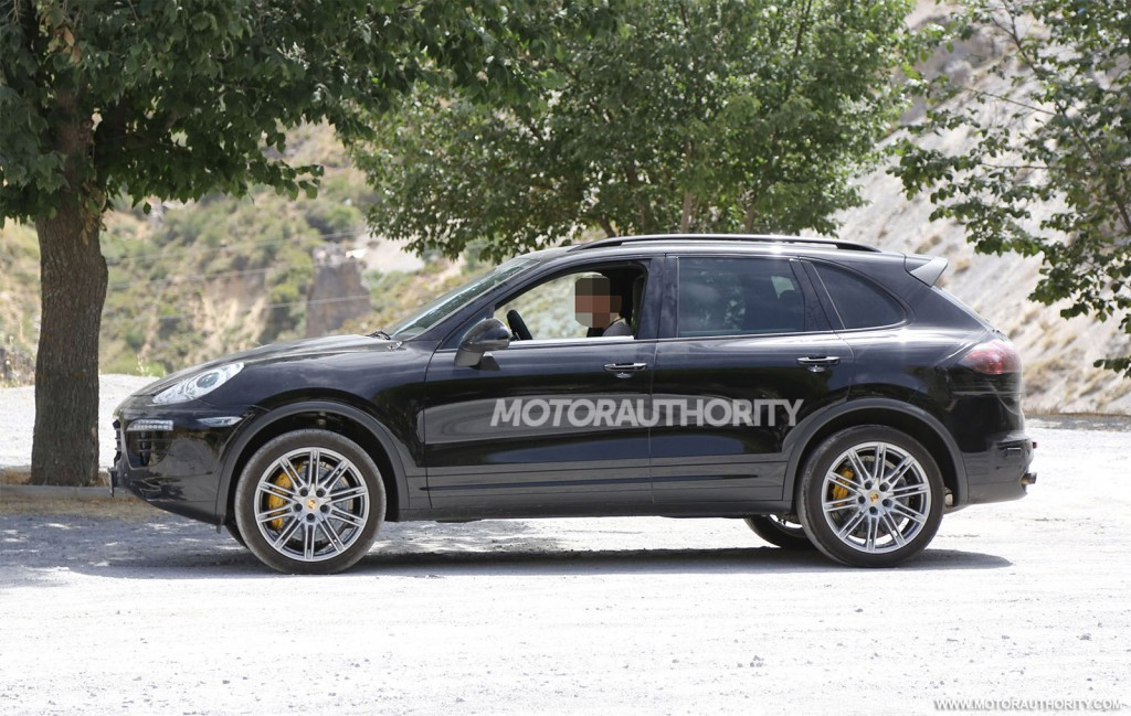 Perfect 2015 Porsche Cayenne Spy Video