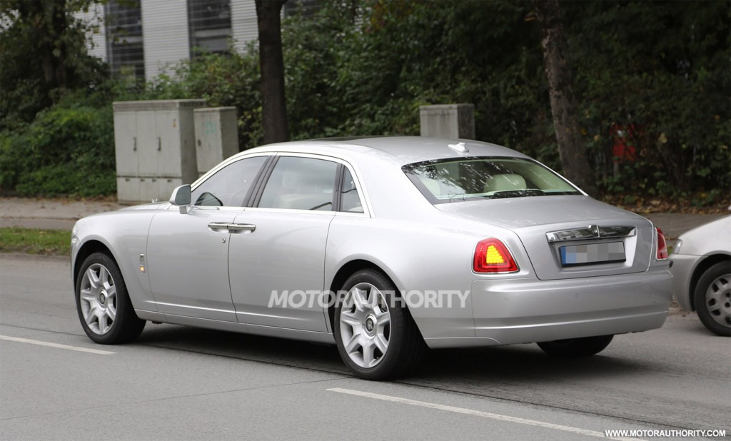 2015 rolls royce ghost spy shots. Black Bedroom Furniture Sets. Home Design Ideas