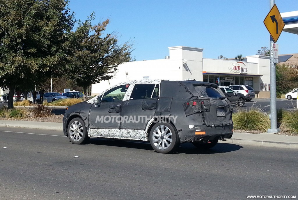 2014 - [Buick] Envision 2015-small-buick-crossover-spy-shots--image-via-justin-wages_100443775_l
