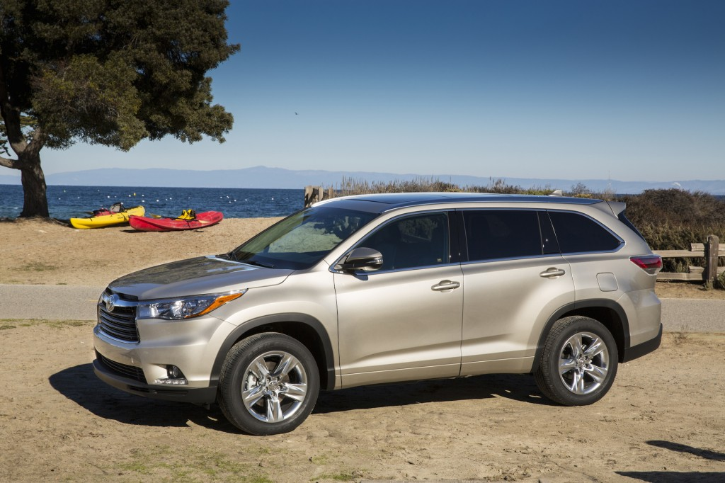 2015 toyota highlander pictures photos gallery the car connection. Black Bedroom Furniture Sets. Home Design Ideas