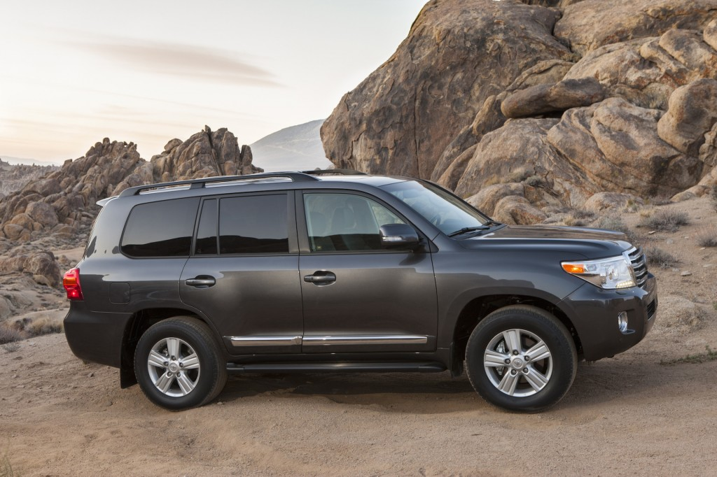 2015 toyota land cruiser pictures photos gallery the car connection. Black Bedroom Furniture Sets. Home Design Ideas