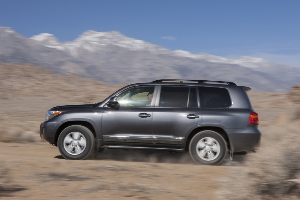 2015 toyota land cruiser pictures photos gallery motorauthority. Black Bedroom Furniture Sets. Home Design Ideas