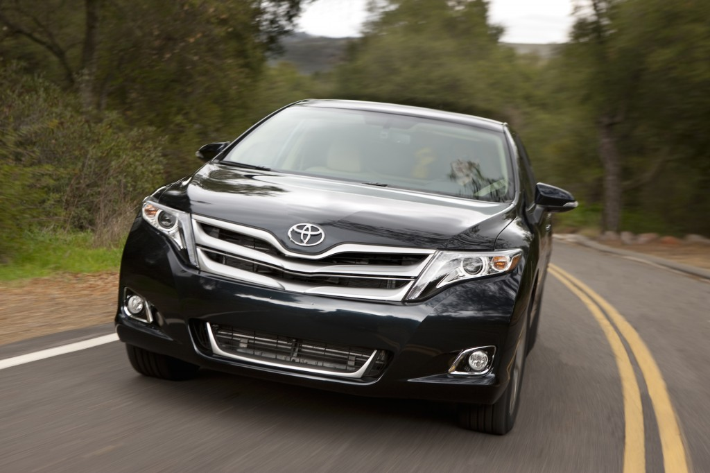 2015 toyota venza pictures photos gallery the car connection. Black Bedroom Furniture Sets. Home Design Ideas