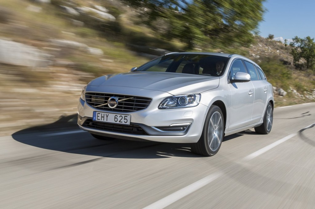2015 volvo v60 pictures photos gallery green car reports. Black Bedroom Furniture Sets. Home Design Ideas