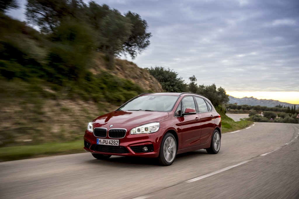 xdrive all wheel drive added to bmw 2 series active tourer video. Black Bedroom Furniture Sets. Home Design Ideas