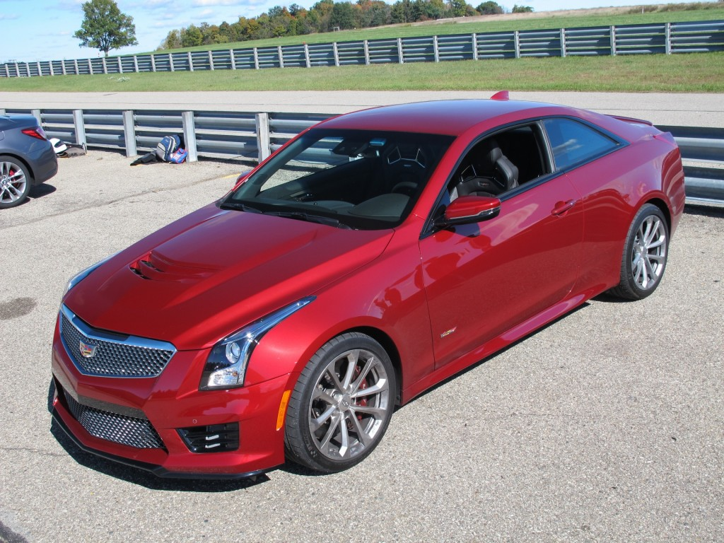 2016 cadillac ats v excels on track day video. Black Bedroom Furniture Sets. Home Design Ideas