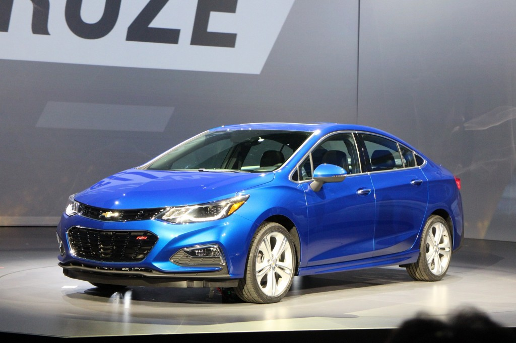 2016 chevrolet cruze revealed live photos and video. Black Bedroom Furniture Sets. Home Design Ideas