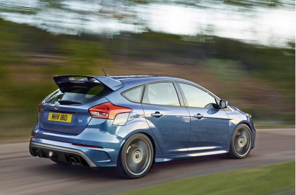 2016 ford focus rs debuts at 2015 geneva motor show video. Black Bedroom Furniture Sets. Home Design Ideas