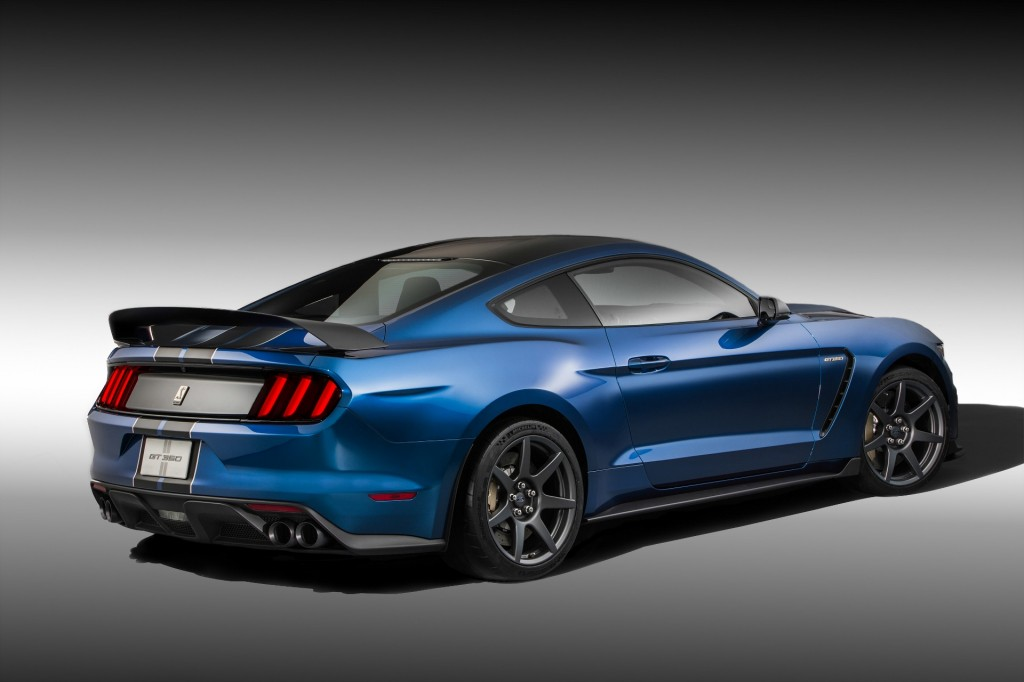 2016 ford mustang shelby gt350r first drive video page 2. Black Bedroom Furniture Sets. Home Design Ideas