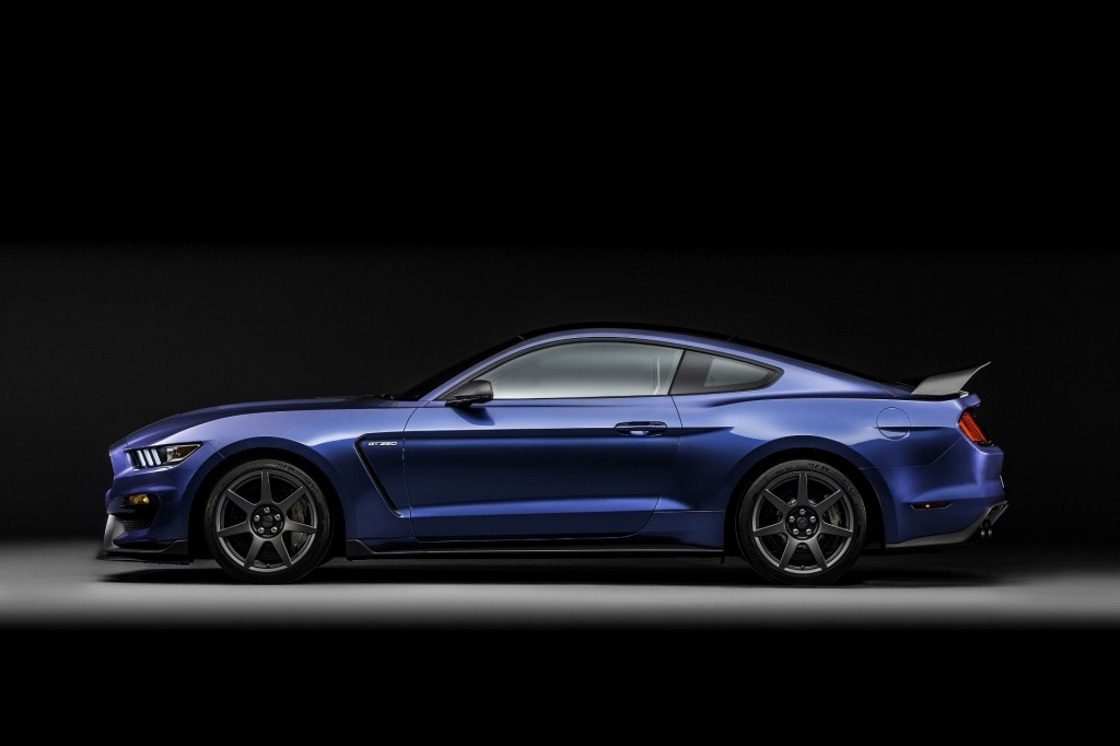 2016 ford shelby gt350r mustang first ride video new. Black Bedroom Furniture Sets. Home Design Ideas
