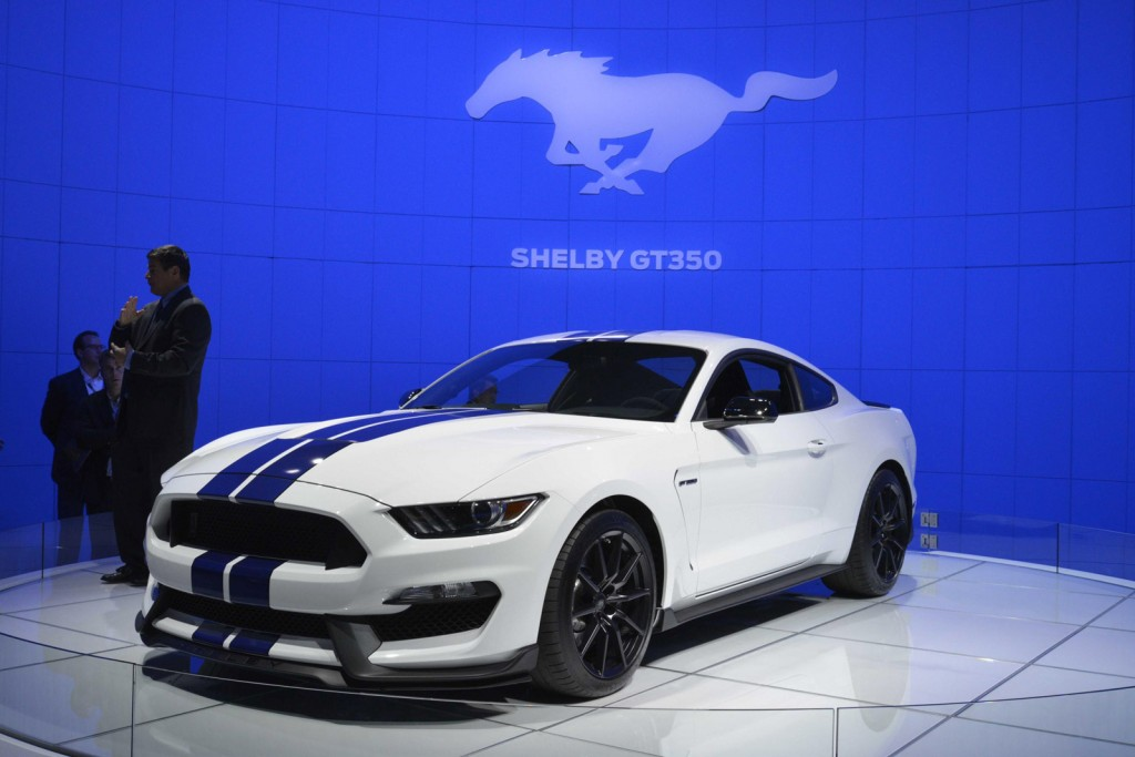 2016 ford mustang shelby gt350 video. Black Bedroom Furniture Sets. Home Design Ideas