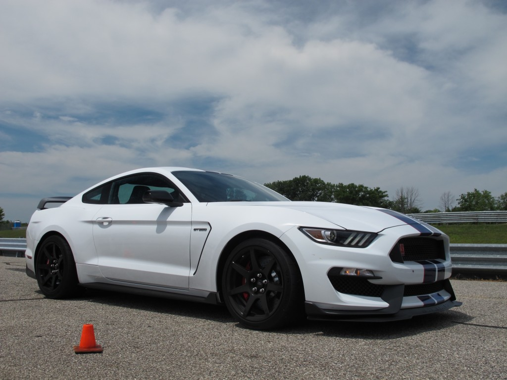 2016 ford shelby gt350r mustang first ride video. Black Bedroom Furniture Sets. Home Design Ideas