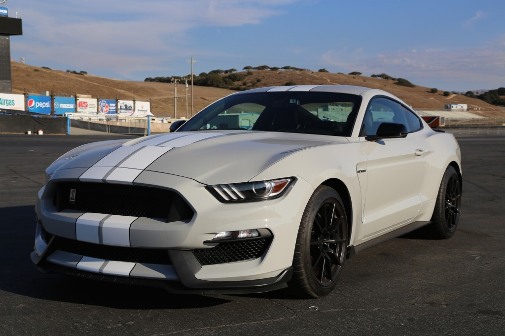 2016 ford mustang shelby gt350r first drive video. Black Bedroom Furniture Sets. Home Design Ideas
