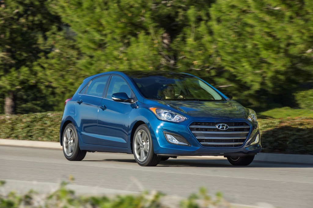 2016 hyundai elantra gt pictures photos gallery motorauthority. Black Bedroom Furniture Sets. Home Design Ideas