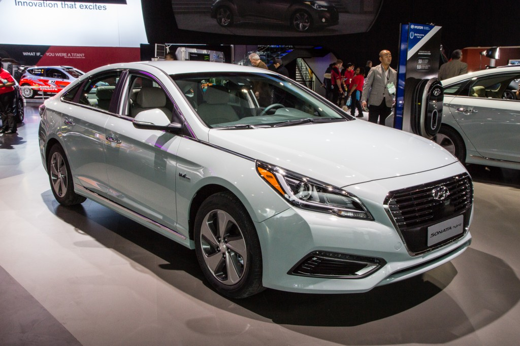 sonata hybrid and plug in hybrid video 2016 hyundai sonata hybrid plug