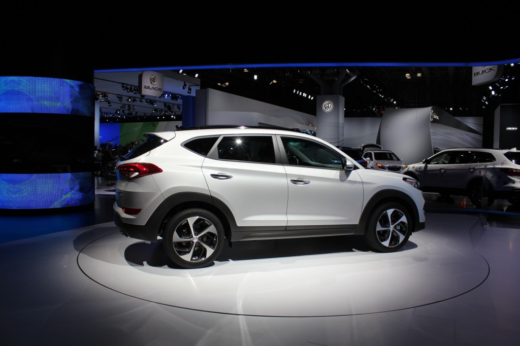 2016 hyundai tucson video preview. Black Bedroom Furniture Sets. Home Design Ideas