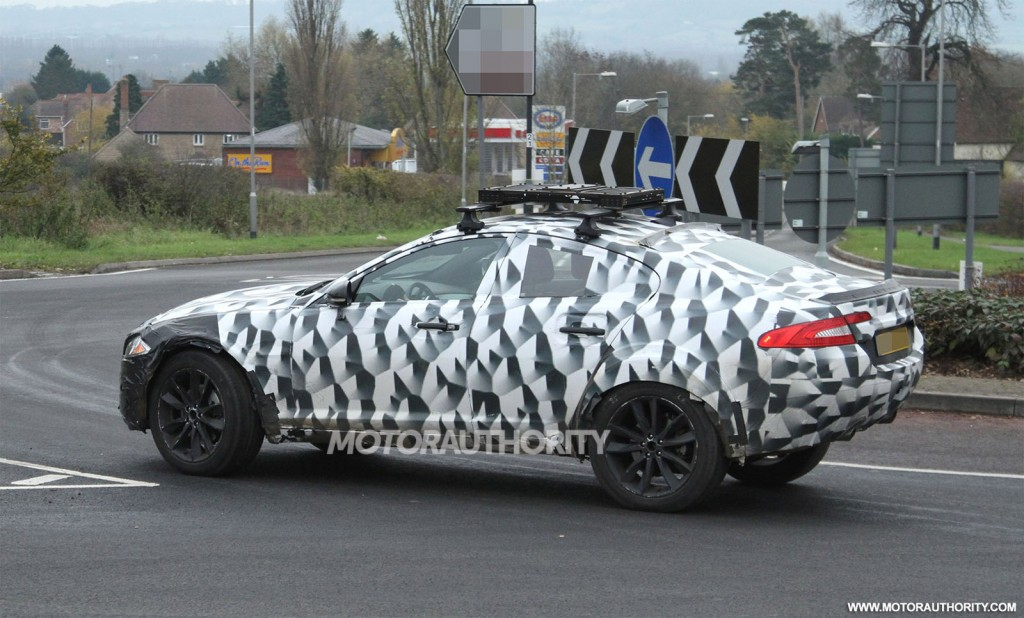 2016-jaguar-crossover-test-mule-spy-shots_100449079_l.jpg