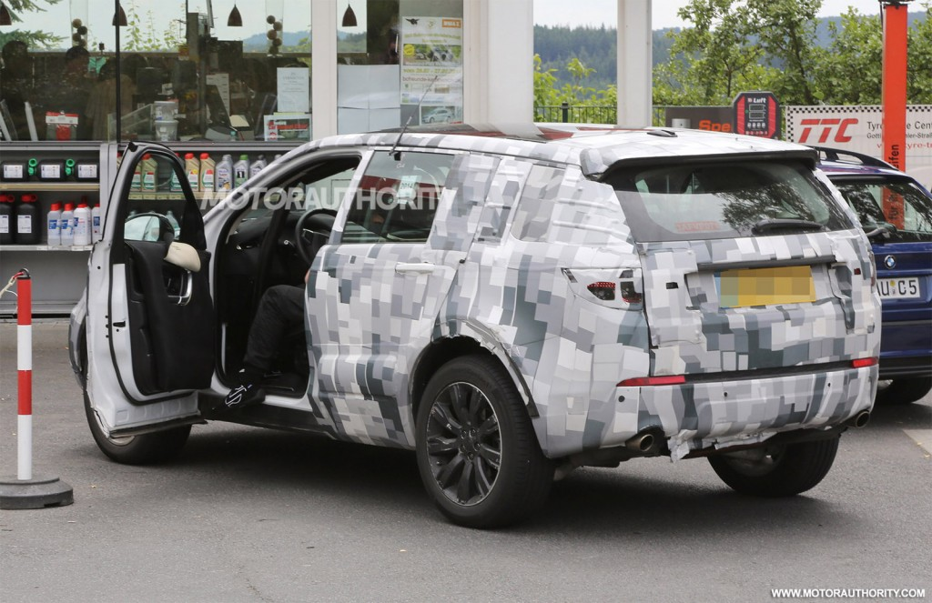 2014 - [Land Rover] Discovery Sport [L550] - Page 5 2016-land-rover-discovery-sport-lr2-replacement-spy-shots_100472875_l