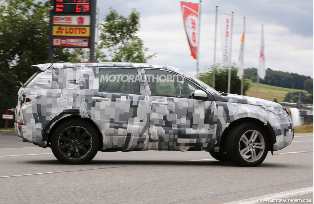 2014 - [Land Rover] Discovery Sport [L550] - Page 5 2016-land-rover-discovery-sport-lr2-replacement-spy-shots_100472877_l