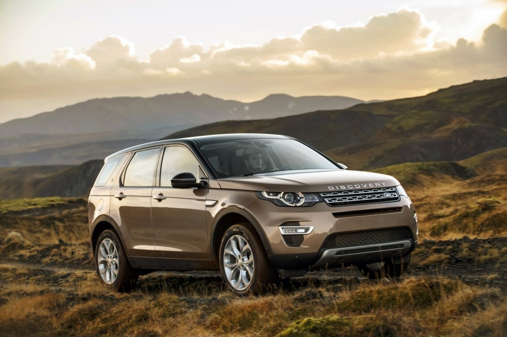 2016 land rover discovery sport spy shots with interior. Black Bedroom Furniture Sets. Home Design Ideas