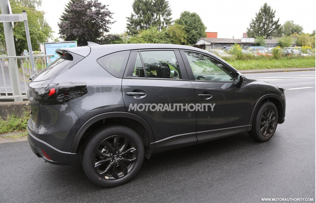2016 Mazda CX5 facelift spy shots