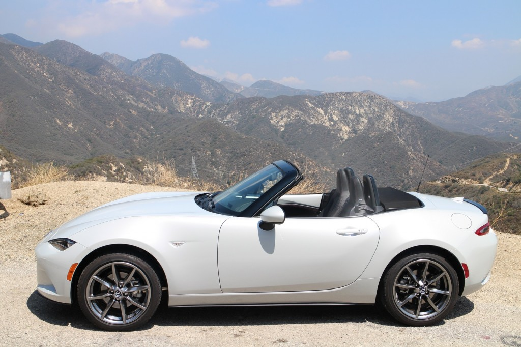 notes from the driveway 2016 mazda mx 5 miata. Black Bedroom Furniture Sets. Home Design Ideas