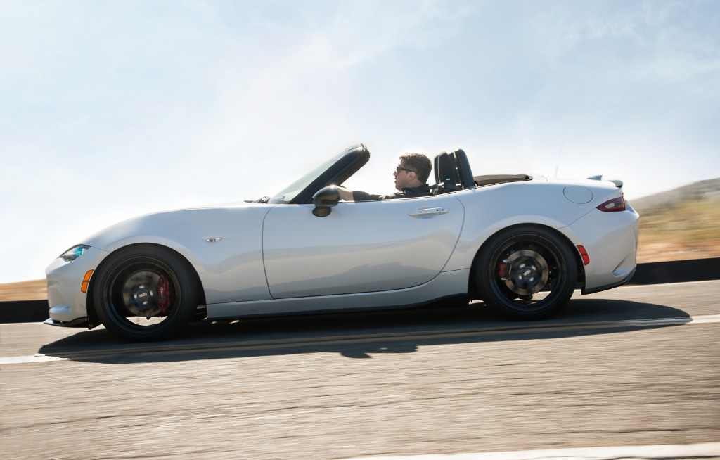 2015 mazda mx 5 miata spy shots motor authority autos post