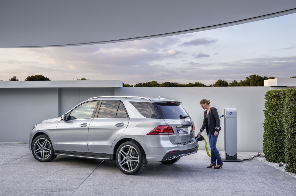 2016 mercedes benz gle 550e plug in hybrid suv arrives for Mercedes benz com connect
