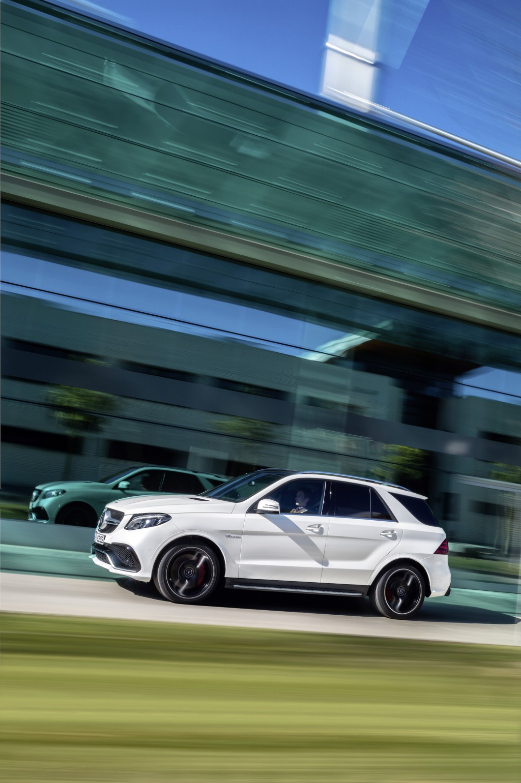 new gle means price hike for mercedes benz 39 s mid size suv. Black Bedroom Furniture Sets. Home Design Ideas