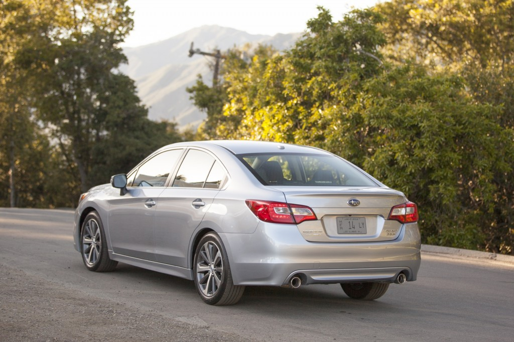 subaru adds to eyesight safety system in 2016 outback legacy. Black Bedroom Furniture Sets. Home Design Ideas