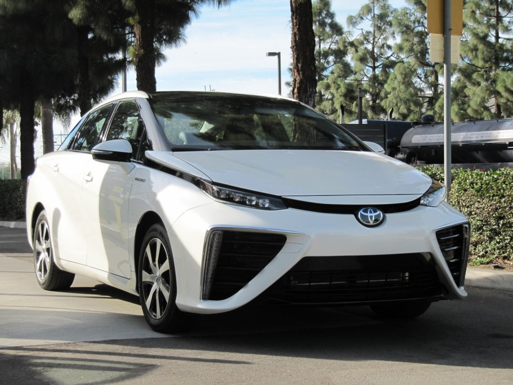2016 Toyota Mirai Hydrogen Fuel Cell Car: First Photos From Test Drive