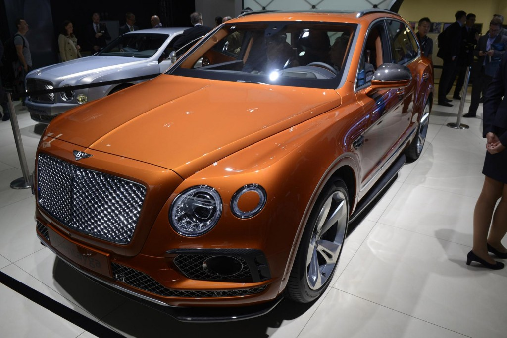2017 bentley bentayga is world s most powerful most luxurious suv live photos video. Black Bedroom Furniture Sets. Home Design Ideas