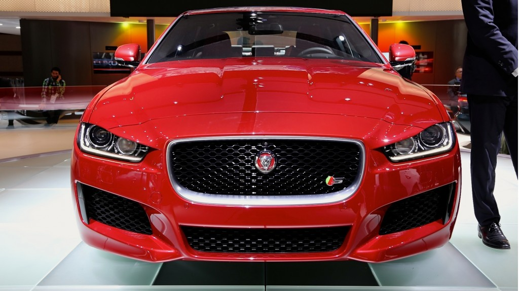 2017 jaguar xe makes u s debut. Black Bedroom Furniture Sets. Home Design Ideas