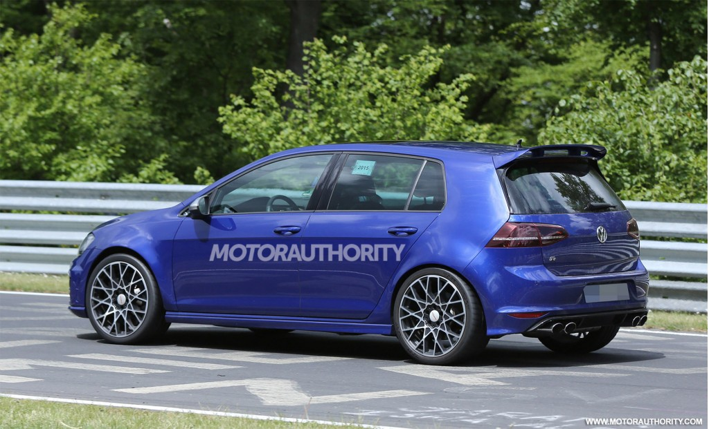 2017 volkswagen golf r 400 spy shots. Black Bedroom Furniture Sets. Home Design Ideas