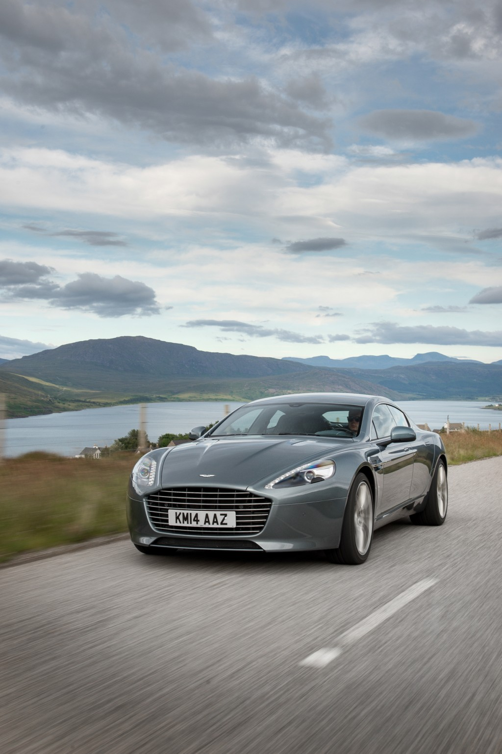 2015 aston martin rapide s vanquish meld old with new. Black Bedroom Furniture Sets. Home Design Ideas