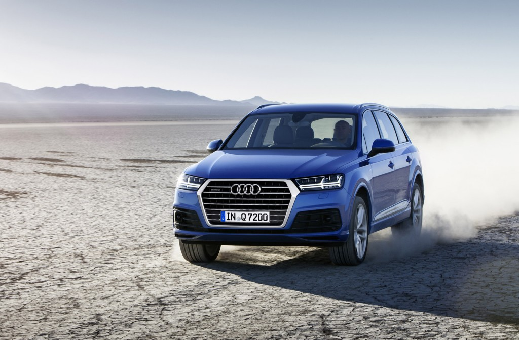 2016 audi q7 first look. Black Bedroom Furniture Sets. Home Design Ideas