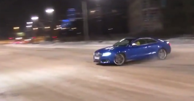 Audi s5 Snow Drift Goes Very