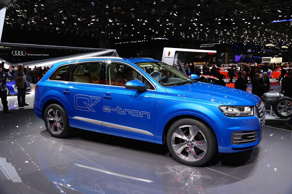 2017 audi q7 e tron quattro diesel plug in hybrid live photos from geneva motor show. Black Bedroom Furniture Sets. Home Design Ideas