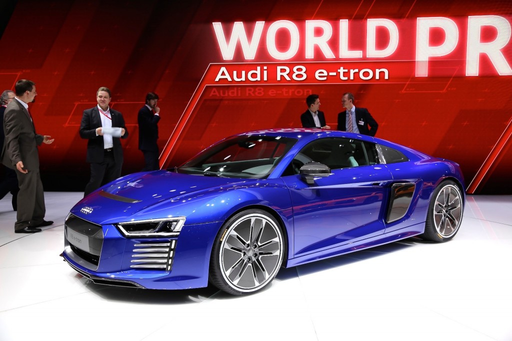 2017 audi r8 e tron all electric sports car live photos from geneva motor show. Black Bedroom Furniture Sets. Home Design Ideas