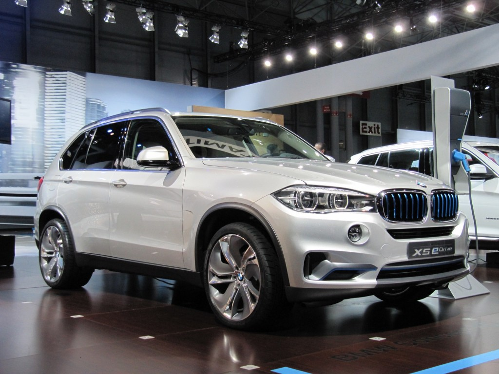 bmw brings updated concept x5 edrive to new york production version due 2015. Black Bedroom Furniture Sets. Home Design Ideas