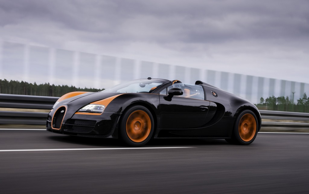watch bugatti s veyron grand sport vitesse break a land speed record video. Black Bedroom Furniture Sets. Home Design Ideas